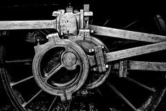 Mulhouse - Bielles d'une locomotive. (Gilles Daligand) Tags: raw mulhouse musée train locomotive roue bieilles railway museum rod noiretblanc bw monochrome fujifilm s5pro wheel