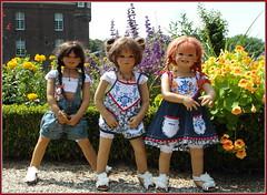 Kindergartenkinder .... (Kindergartenkinder) Tags: dolls himstedt annette park blume garten kindergartenkinder essen grugapark personen blumen sanrike milina sommer kindra
