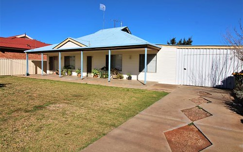 8 Couch Rd, Griffith NSW 2680
