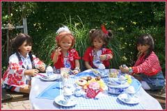 So fängt der Tag gut an ... (Kindergartenkinder) Tags: dolls himstedt annette park blume garten kindergartenkinder essen grugapark personen blumen sanrike milina sommer kindra setina leleti