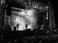 ... (J. Garcia2011) Tags: monochrome momocromo blancoynegro byn bn blackandwhite bw callejera urbano urbana calle streetphotography street nocturna nocturnal olympus comarcautielrequena comunidadvalenciana fiesta música