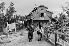 Dia de Campo (Oxkar G) Tags: nikon d5300 exterior city ciudad lente manual blanco street calle negro noir blanc blackwhite monocromo gente 1855