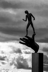 ST0809_1025R-BYN_FLK (Valentin Andres) Tags: bw blackwhite blancoynegro byn carlmilles god lidingo millesgarden statue suecia sweden white black blackandwhite estatua hand