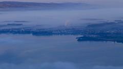 Blue, Misty Morning (K M V) Tags: zugersee cham lakeofzug fog mist nebel autumn herbst syksy höst lautomne autunno blue blau bleu sininen azul järvimaisema