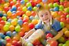 Multicolor (victor san) Tags: niños colores pelotas esferas retrato