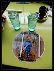 Lunch at Cootie Brown's (Chris C. Crowley- Always behind but trying to catc) Tags: lunchatcootiebrowns table glasses straws dining restaurant cootiebrowns bristoltennessee evacuatingfromhurricaneirma 91117