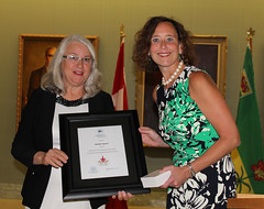 SASKATCHEWAN: Award recipient/lauréat Marilyn Stearns with/avec the Honorable/l'honorable Bronwyn Eyre, Minister of Education/ministre de l'Éducation