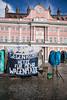 20171309FürFreiRäumeHROBR-19 (bildwerkrostock) Tags: rostock kundgebung rathaus neuermarkt bürgerinitiativelsgrostockde lsg wagenplatz freiräume regenwetter gentrifizierung stadtpolitik jetzewagenplätze