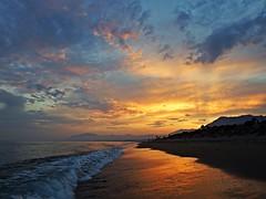 Puesta de sol (Antonio Chacon) Tags: atardecer marbella málaga mar mediterráneo costadelsol cielo españa spain sunset andalucia c