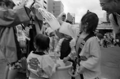 深川祭2017・3 (Fukagawa festival 03) (Dinasty_Oomae) Tags: leicaiiia leica3a leica ライカiiia ライカ3a ライカ 白黒写真 白黒 monochrome blackandwhite blackwhite bw outdoor 東京都 東京 tokyo street 祭 festival 深川祭 fukagawafestival 江東区 kotoku 永代 eitai 深川 fukagawa 水 water