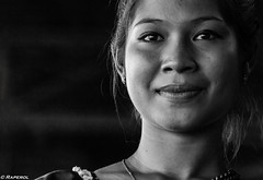 Mirada (raperol) Tags: camboya mujer ojos mirada retrato blancoynegro bn woman belleza cara sonrisa