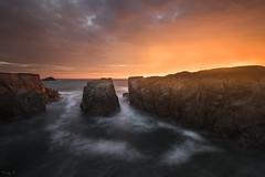 Port Bara (Tony N.) Tags: france bretagne breizh bzh quiberon portbara sunset coucherdesoleil couchant sea mer rochers rocks corniche sky ciel inflammed vanguard nikon nikkor1635f4 tonyn tonynunkovics