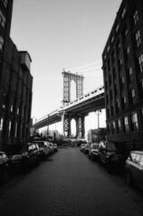 (David Chee) Tags: leica m6 21mm summilux summiluxm asph f14 kodak trix 400 hc110 newyork nyc brooklyn dumbo washington water manhattan bridge street rangefinder film analog blackandwhite bw