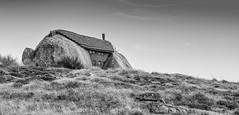 Casa Penedo (Hugo Miguel Peralta) Tags: nikond7000 sigma2470 stone pedra serra preto e branco black white monocrome monocromatico casa