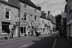 Sheep Street, Stow on the Wold (velodenz) Tags: velodenz phot photo photograph photography pic picture digital image byemail acros acrosfilter stowonthewold gloucestershire sheepstreet town fujifilmx100f monochrome blackwhite cotswolds cotswold fujifilm x100f holiday vacation vacances urlaub trip travel leisure ctc birthdayrides 2017 cyclinguk moretoninmarsh england united kingdom uk great britain gb cycling cyclisme car cars auto autos automobil automobils voiture voitures machina 1000 views 1000views repostmyfuji repostmyfujifilm fuji xseries