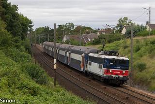 La BB 17068 en tête un Transilien Mantes - Paris st Lazare