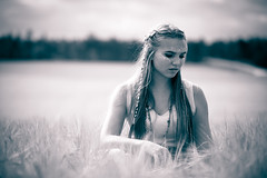 Að búa í ævintýri (jarnasen) Tags: nikon portrait handheld theemmas bnw mood monochrome mono girl soft pov dof field summer dress copyright järnåsen jarnasen sweden scandinavia sverige flicka tribal geo geotag linköping d7100 50150mm sigma atmosphere gallery