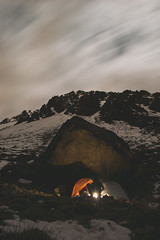 Campamento (lucas.urbina) Tags: nikon chile night long exposure larga exposicion camping acampar tent carpa stone piedra roca mountain snow winter invierno nieve hielo ice bonfire summit ascent cumbre ascenso