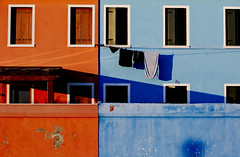 Two colour house (www.davidrosenphotography.com) Tags: venice water colour architecture travel shape light