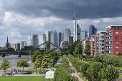2017 Blick von der Dachterrasse auf die Skyline (mercatormovens) Tags: oosten frankfurt ostend skyline hochhäuser weselerwerft main mainufer realwirtschaft