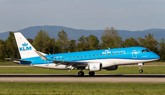 Embraer ERJ-175STD PH-EXI KLM Cityhopper (William Musculus) Tags: basel mulhouse freiburg airport aéroport euroairport lfsb eap bsl mlh