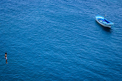 La Palma (Roberto Steinert) Tags: lapalma canarias canaryislands outdoor kid jumping sea niño saltando mar agua boat barco fuencaliente atlántico water
