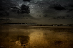 2017_WALES (_NiKiri_) Tags: cloud reflection wales anglesey water sea beach wave