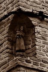 6 - Dieppe - Dans une niche... (melina1965) Tags: normandie seinemaritime août august 2017 nikon d80 dieppe sculpture sculptures statue statues sépia sepia façade façades