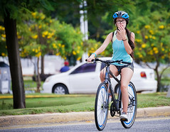 Cycling - CINTA COSTERA (mestremur) Tags: sunday morning panama panamacity panamacanal bikers de bicicletas tires casco helmet rua street calles mujer female girl girls paseo drive tamron 300mm 70300 sony mirroless soy a7rii