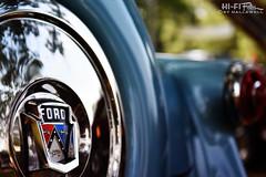 Crestline Chrome (Hi-Fi Fotos) Tags: ford crestline 50s fifties american chrome vintage antique classiccar blue badge emblem shield spare tire cover detail nikon d7200 1755mm 28 hififotos hallewell