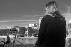 Photo de rue à Paris (Touristos) Tags: noir et blanc quai de seine photographie rue street photo paris nikond5001803000mmf3556 nikon d500 1803000 mm f3556