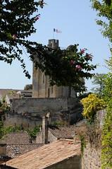 Village de Saint-Emilion, Gironde, France (Tsinoul) Tags: village saintémilion gironde france département33 bordelais vignobledesaintémilion nouvelleaquitaine tour tourduroy toit nikon d300 nikond300