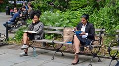 NYC Lunchtime (gerard eder) Tags: world travel reise viajes america northamerica usa unitedstates newyork manhattan people peopleoftheworld park parque