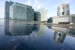 Sloping (CoolMcFlash) Tags: city cityscape skyline reflection building modern vienna austria dc donaucity fujifilm xt2 stadt urban städtisch stadtlandschaft spiegelung gebäude architecture wien österreich donaustadt fotografie photography xf 1024mm f4 r ois glass glas facade fassade window fenster