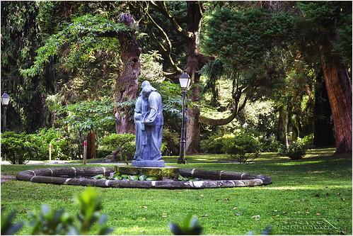 Estatuas en el jardín