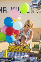Un año en el mundo (palm z) Tags: guardamar alicante españa spain piscina cumpleaños julen globo globos regalo aniversario