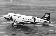Icelandair (JOAO DE BARROS) Tags: iceland joão barros monochrome aircraft icelandair