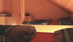 un dortoir pour moi toute seule :) (bulbocode909) Tags: valais suisse cabanedesbecsdebosson dortoirs cabanes lits valdanniviers valdhérens montagnes grimentz rouge bleu
