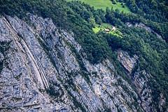 17-09-07 CH ufer stein bauernhof s2 dsc08382 (u ki11 ulrich kracke) Tags: bauernhof ch dampfschiff gestein hang mure panorama ufer vierwaldstättersee
