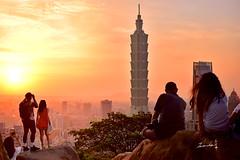 Sunset @   Taipei 101 Skyscraper (Jennifer 真泥佛) Tags: 101 象山 台北市 夜景 夕陽 霞光 城市 色溫 長曝 taipei 台北 台北101金融大樓 taiwan skyscraper magic hour 夜曝 long exposure nikon nikond4s sunsettaipei101skyscraper taipei101skyscraper longexposure 六巨石 six giant rocks sixgiantrocks