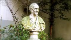 P1400935.JPG PARIS SCULPTURES  ;le buste de Montesquieu  , dans le petit  square  Honoré Champion  ,  derrière  l'institut de France    PARIS 6 (closier.christophe) Tags: paris square jardin buste sculpture montesquieu