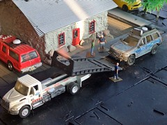 Tow log 9/7/2017 (THE RANGE PRODUCTIONS) Tags: jeepgrandcherokee suburban international matchbox hotwheels hoscalefigures 164scale dioramas diecast diecastdioramas toy model modular