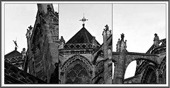 1 - Tours - Cathédrale Saint-Gatien - Veilleurs (melina1965) Tags: juillet july 2007 centrevaldeloire indreetloire tours nikon d80 mosaïque mosaïques mosaic mosaics collages collage noiretblanc blackandwhite bw sculpture sculptures église églises church churches ciel sky