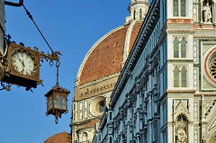 Firenze 10.30 a.m. (gerard eder) Tags: world travel reise viajes europa europe italy italia italien toscana tuscany florence florenz firenze duomo cathedral catedral kathedrale clock city ciudades städte stadtlandschaft cityview cityscape architecture architektur arquitectura outdoor oldcity street streetlife streetart