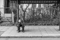 Sleep (Oxkar G) Tags: nikon d5300 exterior city ciudad lente manual blanco street calle negro noir blanc blackwhite monocromo gente 1855 temuco chile