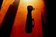 Café, double ou allongé ? (leblondin) Tags: ombre shadow composition tasse cup coffee café lumiere light table