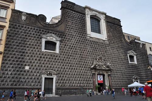 Façade (1470) del'église baroque du Gesù Nuovo (1584-1725), piazza del Gesù Nuovo,  Naples, Campanie, Italie.