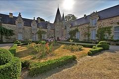 Château - Rochefort-en-Terre (hervétherry) Tags: france bretagne morbihan rochefortenterre canon eos 7d efs 1022 village monument historique maison ancienne chateau