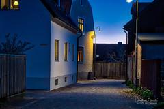 Je veille et je dors/Rest, you are not alone/Sov gott medan jag vakter (Elf-8) Tags: sweden gotland visby medieval wall light house architecture dusk night