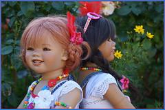 Schöne Gegensätze ... (Kindergartenkinder) Tags: kindra sommer sanrike blumen personen grugapark essen kindergartenkinder garten blume park annette himstedt dolls